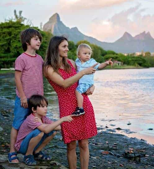 Immigrate or Emigrate to Mauritius   Couple Family with Children and Teenagers